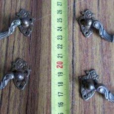 Antigüedades: 4 TIRADORES DE BRONCE - LATÓN. Lote 121809495