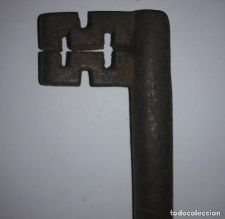 LLAVE DE FORJA ANTIGUA 112 GRAMOS 13.6CM X 4,9CM (Antigüedades - Técnicas - Cerrajería y Forja - Llaves Antiguas)