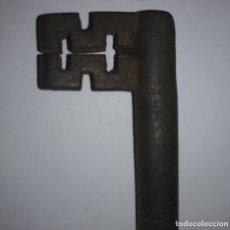 Antigüedades: LLAVE DE FORJA ANTIGUA 112 GRAMOS 13.6CM X 4,9CM. Lote 121810063