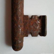 Antigüedades: LLAVE DE FORJA ANTIGUA GRAN TAMAÑO Y PESO 328 GRAMOS 20,2CM X 5,7CM. Lote 121757963