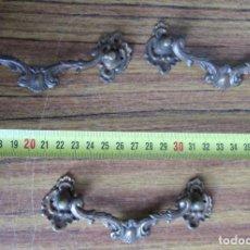 Antigüedades: 3 TIRADORES BRONCE - LATÓN . Lote 121816239