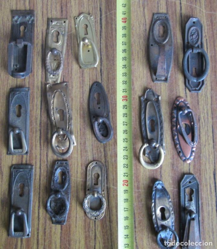 15 TIRADORES -- 6 DE LATÓN 9 CHAPA O SIMILAR COGEN IMÁN (Antigüedades - Técnicas - Cerrajería y Forja - Tiradores Antiguos)