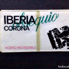 Antigüedades: HOJA DE AFEITAR ANTIGUA-OBSEQUIO IBERIA-CORONA DE BASSAT-RAZOR BLADE-VINTAGE. Lote 121850167