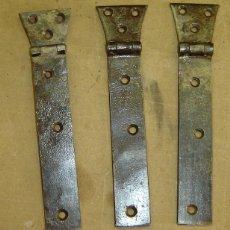 Antigüedades: JUEGO DE 3 BISAGRAS ANTIGUAS DE FORJA MEDIDA 4+14*3 CMS.. Lote 121909187