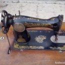 Antigüedades: MAQUINA DE COSER SINGER CON MUEBLE ORIGINAL. Lote 121979767
