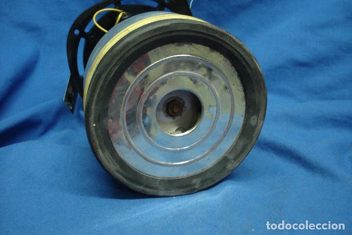 Antigüedades: MOTOR SACADO DE ANTIGUO ASPIRADOR ELECTROLUX MOD. Z.82 - Foto 3 - 121982083