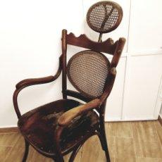 Antigüedades: ANTIGUA SILLA DE BARBERO DE MADERA, MUY DIFICIL DE ENCONTRAR!. Lote 128548990