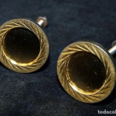 Antigüedades: LOTE DE 2 POMOS TIRADORES DE METAL DORADO. 3 CM. CAJONES MUEBLES. Lote 122140871
