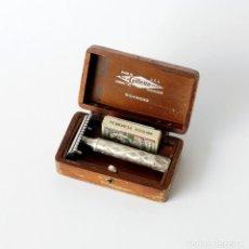 Antigüedades: ANTIGUA MAQUINILLA DE AFEITAR DE METAL PLATEADO. MARCA GILLETTE, MODELO RICHWOOD. MADE IN USA 1921. Lote 122246007
