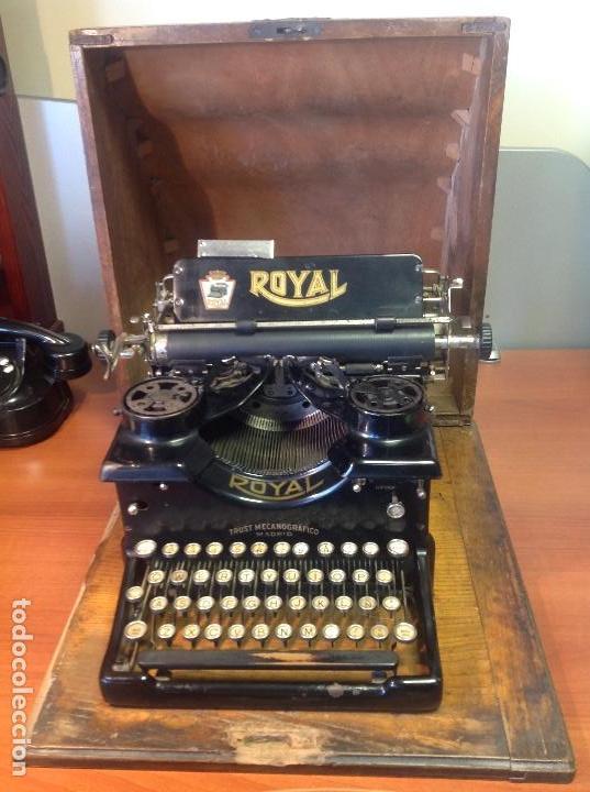 MÁQUINA DE ESCRIBIR ANTIGUA ROYAL 10 CON SU COFRE ORIGINAL ..,., (Antigüedades - Técnicas - Máquinas de Escribir Antiguas - Royal)