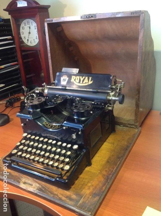 Antigüedades: Máquina de escribir antigua Royal 10 con su cofre original ..,., - Foto 2 - 122247711