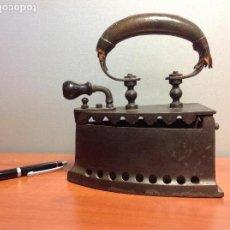Antigüedades: ANTIGUA PLANCHA DE CARBÓN. Lote 122251543