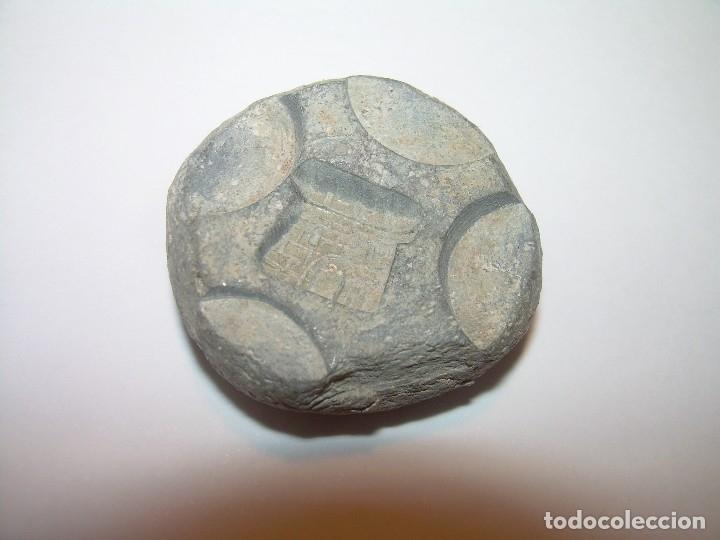 Antigüedades: DOS ANTIGUOS Y RAROS PONDERALES DE PLOMO CON ESCUDO DE CASTILLO. - Foto 8 - 122253311