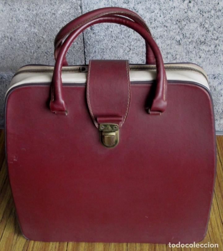 Antigüedades: MAQUINA DE ESCRIBIR UNDERWOOD - La maleta de polipiel o similar La cremallera un trozo está rota - Foto 2 - 122308567