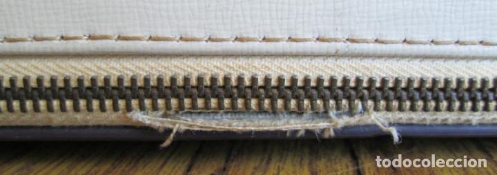 Antigüedades: MAQUINA DE ESCRIBIR UNDERWOOD - La maleta de polipiel o similar La cremallera un trozo está rota - Foto 4 - 122308567