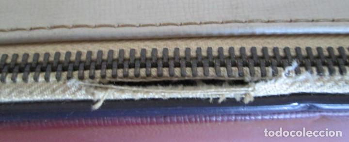 Antigüedades: MAQUINA DE ESCRIBIR UNDERWOOD - La maleta de polipiel o similar La cremallera un trozo está rota - Foto 5 - 122308567
