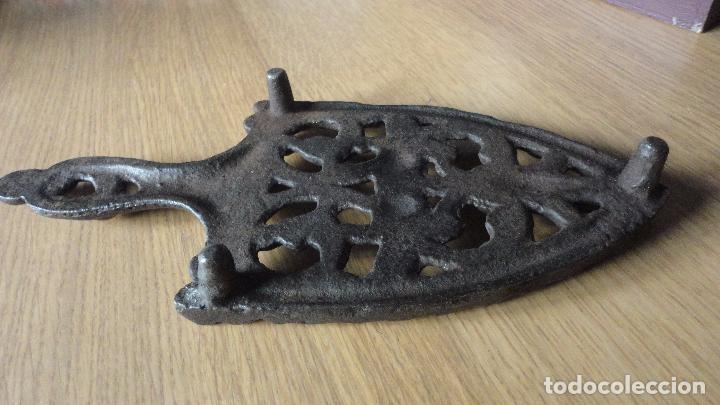 Antigüedades: ANTIGUA BASE O SOPORTE PARA PLANCHAS DE HIERRO FUNDIDO.SIGLO XIX - Foto 6 - 122361763