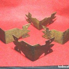 Antigüedades: LOTE 4 CANTONERA ESQUINERA O REMATE PARA BAUL , BARGUEÑO, MUEBLE.HIERRO FORJA.S.XVIII. Lote 122368859