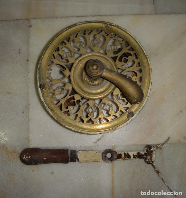 ANTIGUO TIRADOR PARA ABRIR PUERTA CON SISTEMA DE CUERDAS. S.XIX. BRONCE. (Antigüedades - Técnicas - Cerrajería y Forja - Tiradores Antiguos)