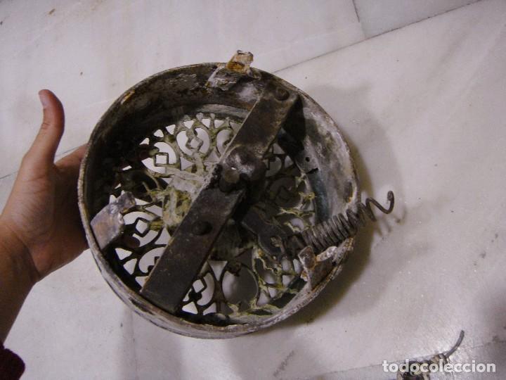 Antigüedades: Antiguo tirador para abrir puerta con sistema de cuerdas. S.XIX. Bronce. - Foto 4 - 122473987