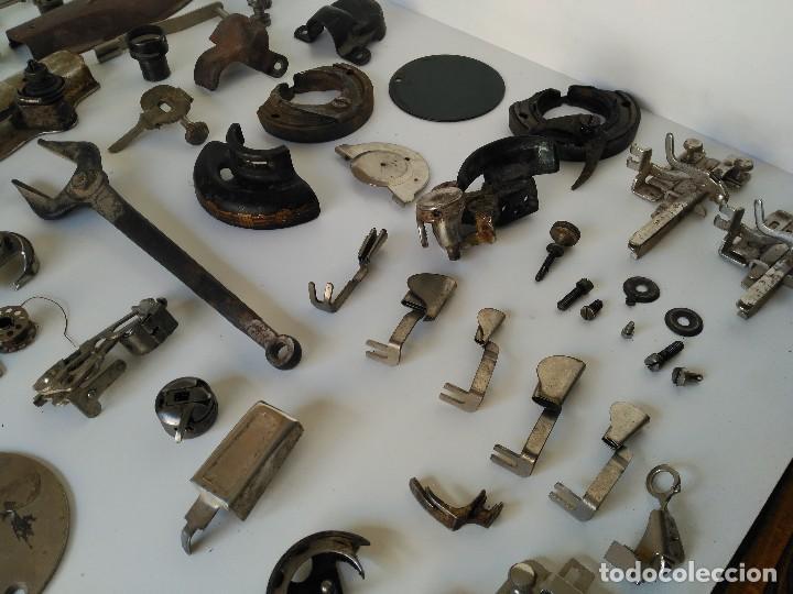 Antigüedades: Lote de piezas de maquinas de coser antiguas - Foto 2 - 122481603
