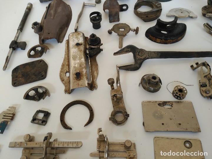 Antigüedades: Lote de piezas de maquinas de coser antiguas - Foto 3 - 122481603