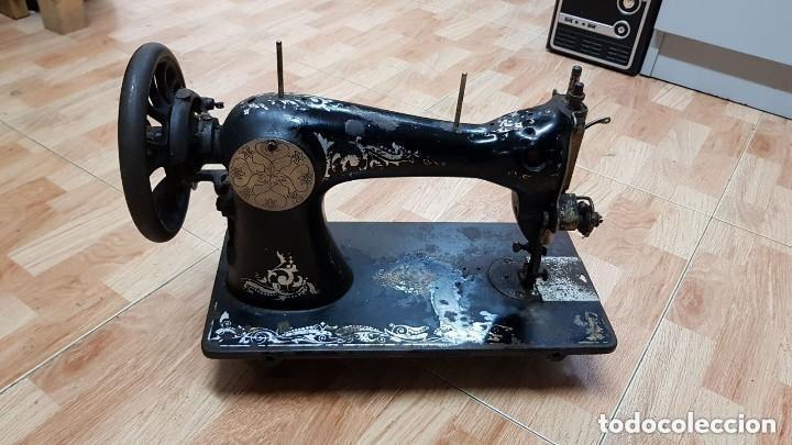 Antigüedades: Antigua maquina de coser Wertheim - Foto 2 - 122530343