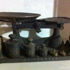 Antigüedades: OFERTON EXCEPCIONAL BALANZA INGLESA CON SUS PESAS Y CON PLATO DE COBRE RESTAURADA (BAS 06). Lote 122594183