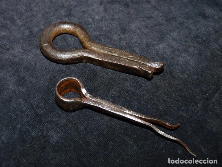 LOTE DE 2 ANTIGUOS GOZNES DE HIERRO FORJADO. SIGLOS XVIII-XIX (2). FORJA (Antigüedades - Técnicas - Cerrajería y Forja - Bisagras Antiguas)