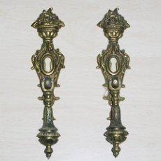 Antigüedades: PRECIOSOS TIRADORES DE BRONCE CON BOCALLAVE.. Lote 122731911
