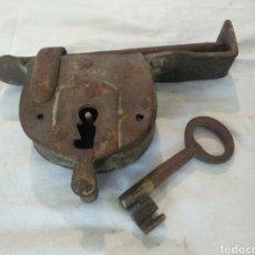 Antigüedades: ANTIGUO CANDADO DE FORJA. Lote 122967054