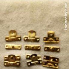 Antigüedades: 9 CIERRES DE LATON PARA CAJITAS DE MADERA. Lote 123004191