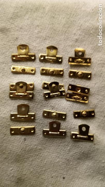 Antigüedades: 9 CIERRES DE LATON PARA CAJITAS DE MADERA - Foto 2 - 123004191