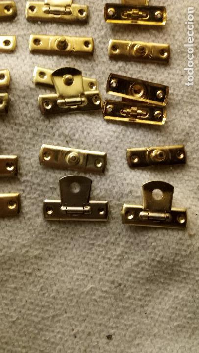 Antigüedades: 9 CIERRES DE LATON PARA CAJITAS DE MADERA - Foto 4 - 123004191