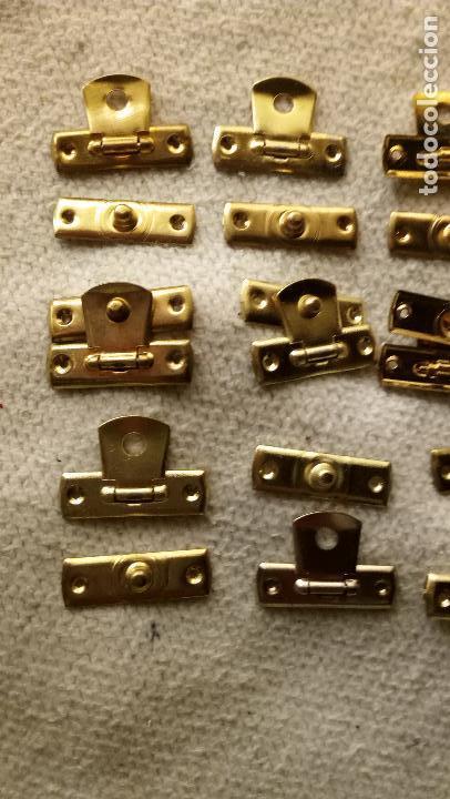 Antigüedades: 9 CIERRES DE LATON PARA CAJITAS DE MADERA - Foto 6 - 123004191
