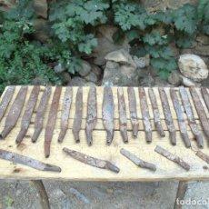 Antigüedades: LOTE DE HERRAMIENTAS O APEROS DESCONOCIDOS - FORJA ANTIGUA RURAL. Lote 122698119