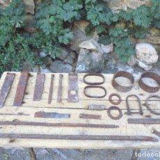 Antigüedades: LOTE DE PIEZAS ARADO ROMANO, CARRO CASTELLANO, CUÑAS TRONZADERAS... - FORJA ANTIGUA RURAL. Lote 122707231