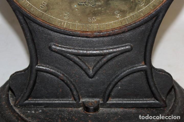Antigüedades: ANTIGUA BASCULA O BALANZA INGLESA EN HIERRO DE LA MARCA SALTER (MODELO T.50) - Foto 2 - 123127139