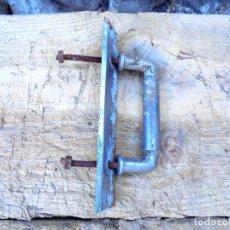 Antigüedades: ANTIGUO TIRADOR DE ZINC PARA PUERTA DE BODEGA O COCINA RÚSTICA. Lote 123203391
