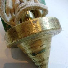 Antigüedades: ANTIGUA PLOMADA EN BRONCE CON CUERDA Y CON UN DIAMETRO DE 5 CM. . Lote 123759911