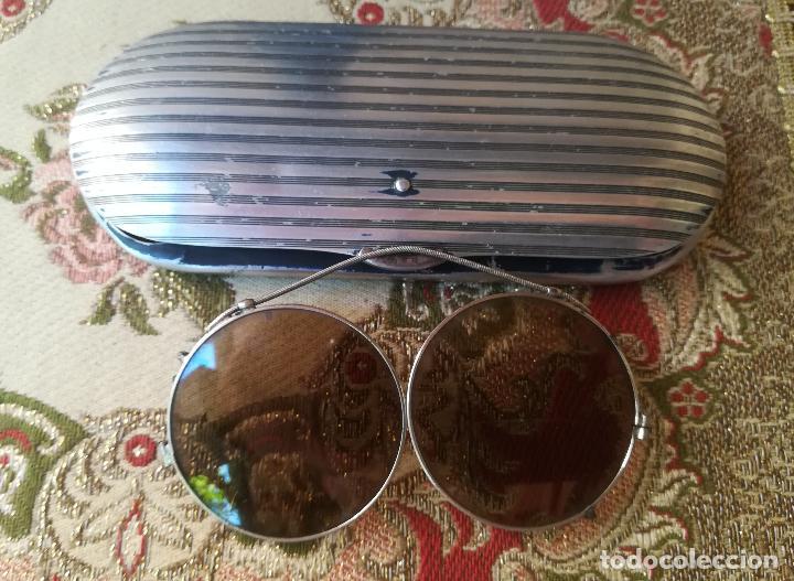 ANTIGUO ESTUCHE PARA GAFAS, MARCA VALENCIAGA, CON ADAPTADOR PARA EL SOL (Antigüedades - Técnicas - Instrumentos Ópticos - Gafas Antiguas)