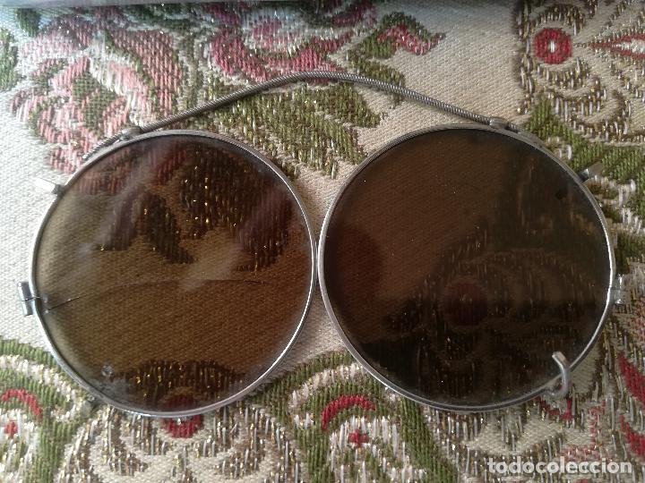 Antigüedades: Antiguo estuche para gafas, marca Valenciaga, con adaptador para el sol - Foto 3 - 124011043