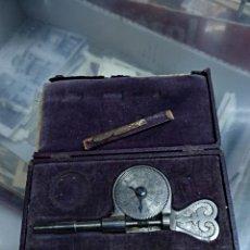 Antigüedades: ANTIGUO MEDIDOR DE PLANOS EN CAJA. Lote 124127556