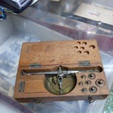 Antigüedades: ANTIGUA BALANZA S.XIX COMPLETA Y EN CAJA ORIGINAL. Lote 124129082