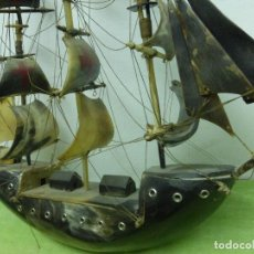 Antigüedades: ANTIGUA MAQUETA DE BARCO ANTIGUO (CARABELA) HECHO COMPLETO EN ASTA O CUERNO DE TORO. Lote 124219223