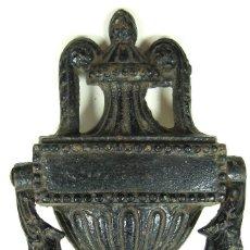 Antigüedades: ANTIGUA ALDABA, LLAMADOR, PICAPORTE EN FORMA DE URNA DE PROCEDENCIA INGLESA C.1880. Lote 124226227