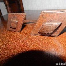 Antigüedades: 2 CLAVOS DE FORJA ANTIGUA ROMBOIDE DOBLES . Lote 131392225