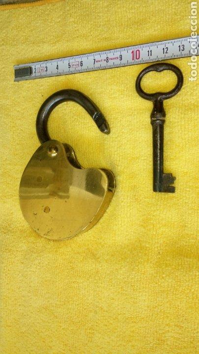 Antigüedades: Candado antiguo laton con llave original. Funcinando. - Foto 3 - 124410462