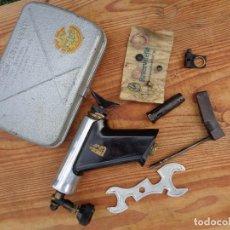 Antigüedades: SOPLETE PEQUEÑO CON SU CAJA DE METAL, ANTIGUO ALEMAN. Lote 124437951