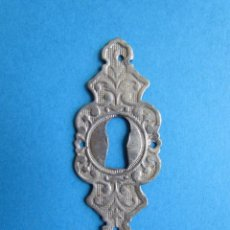 Antigüedades: MUY ANTIGUA BOCALLAVE EMBELLECEDOR DE CERRADURA. Lote 124448715